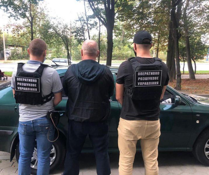 Поліцейські затримали чоловіка, який незаконно переправив через кордон росіянина. Він переховувався у Франківську