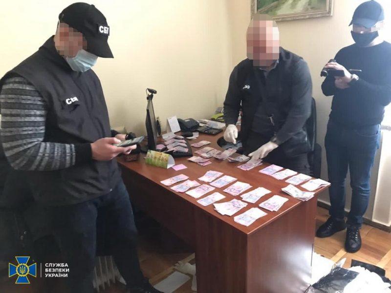 У Франківську викрили на вимаганні хабарів менеджера одного з телеканалів