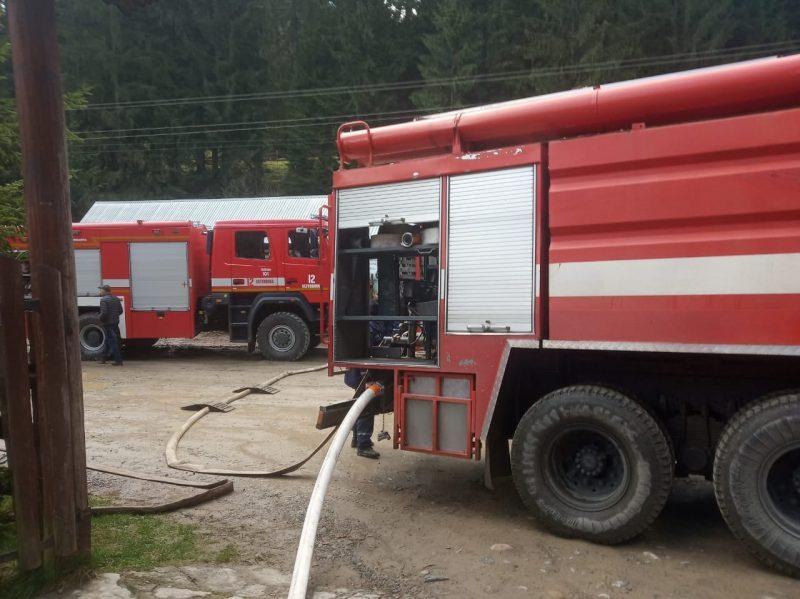 Вогнеборці гасили пожежу у Верховині (ФОТО)